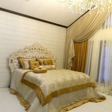 готовые шторы для спальни в мансарде