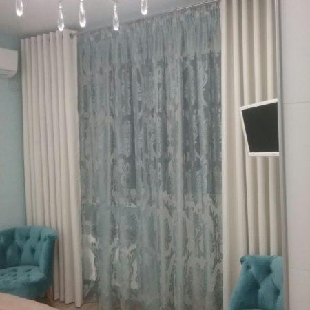 готовые шторы для спальни бирюза