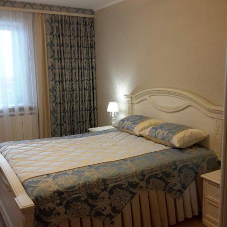 готовые шторы для спальни классика