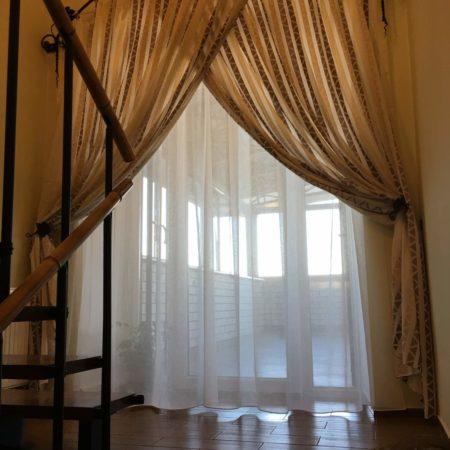 готовые шторы для гостиной кованый карниз