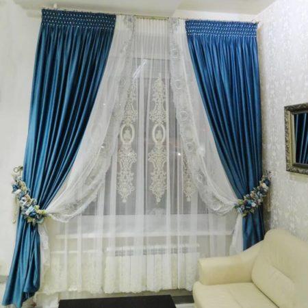 готовые шторы для гостиной акцент на синий