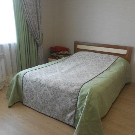 готовые шторы для светлой спальни