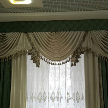 готовые шторы для гостиной с ламбрекеном