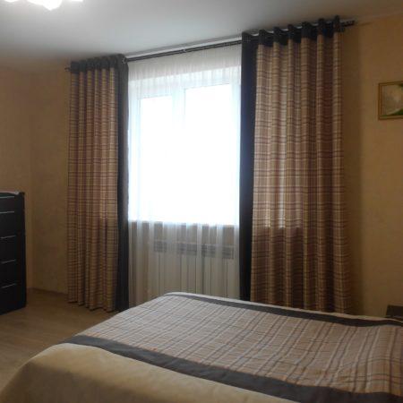 готовые шторы для спальни в клетку