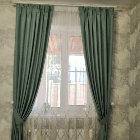 готовые шторы для гостиной зеленые подхваты